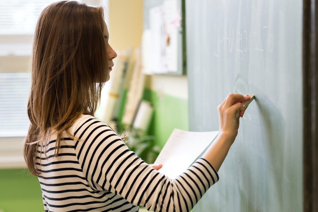 2022年度から高校の家庭科で「投資教育」開始! 未成年でもできる投資には何がある?